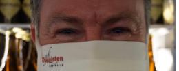 Johan met een mondmasker