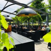 gezellig op het terras bij café trappisten